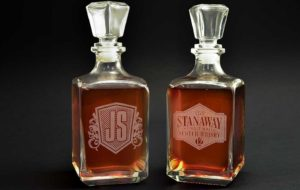 Гравировка на бутылке виски