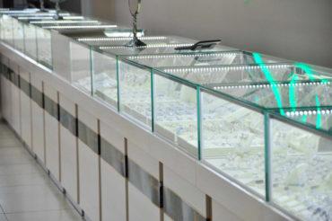 Витрина из стекла УФ-склейка