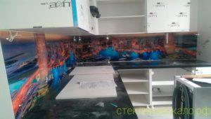 Кухонный фартук из стекла с фотопечатью города