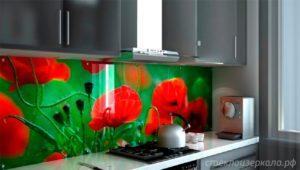 Кухонный фартук из стекла с фотопечатью с цветами мака