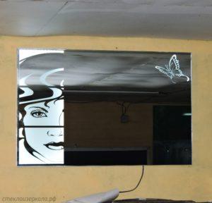 Зеркало с бабочкой и встроенной подсветкой
