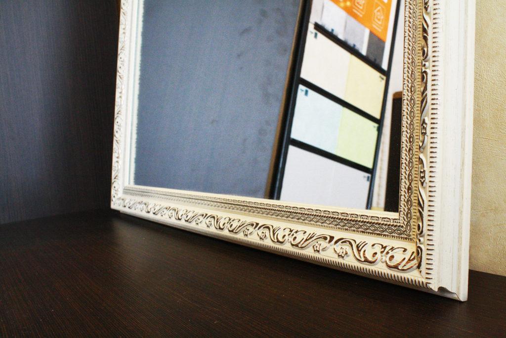 Зеркало в большом белом багете