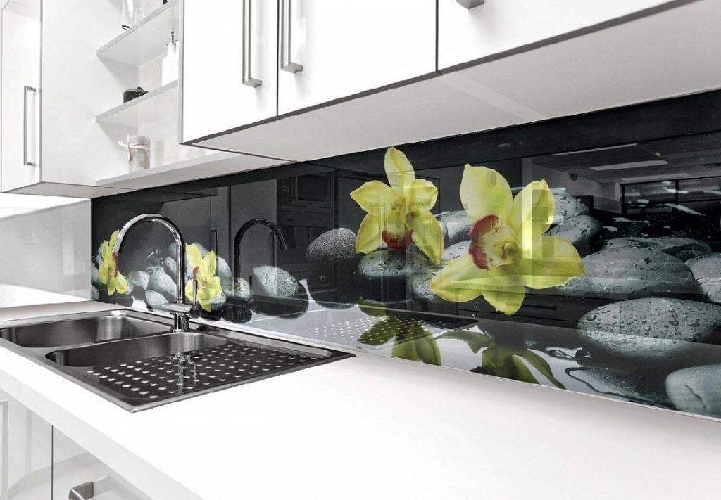 Как правильно выбрать стеклянный фартук для кухни, или 5 самых распространенных ошибок