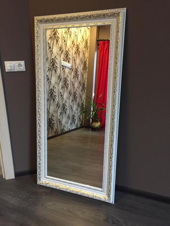 Зеркало в белом багете