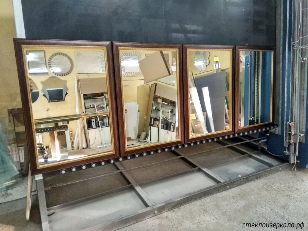 Зеркала в коричневых багетах