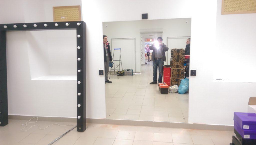 Зеркало в магазин одежды