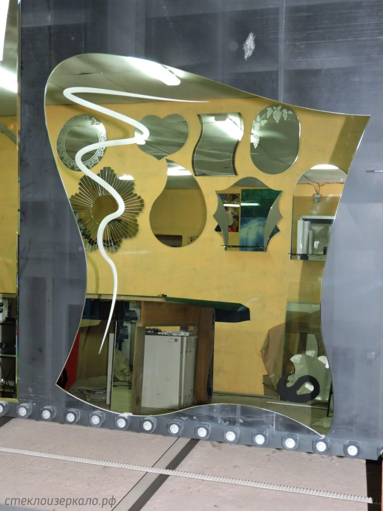 Дизайнерское зеркало с рисунком