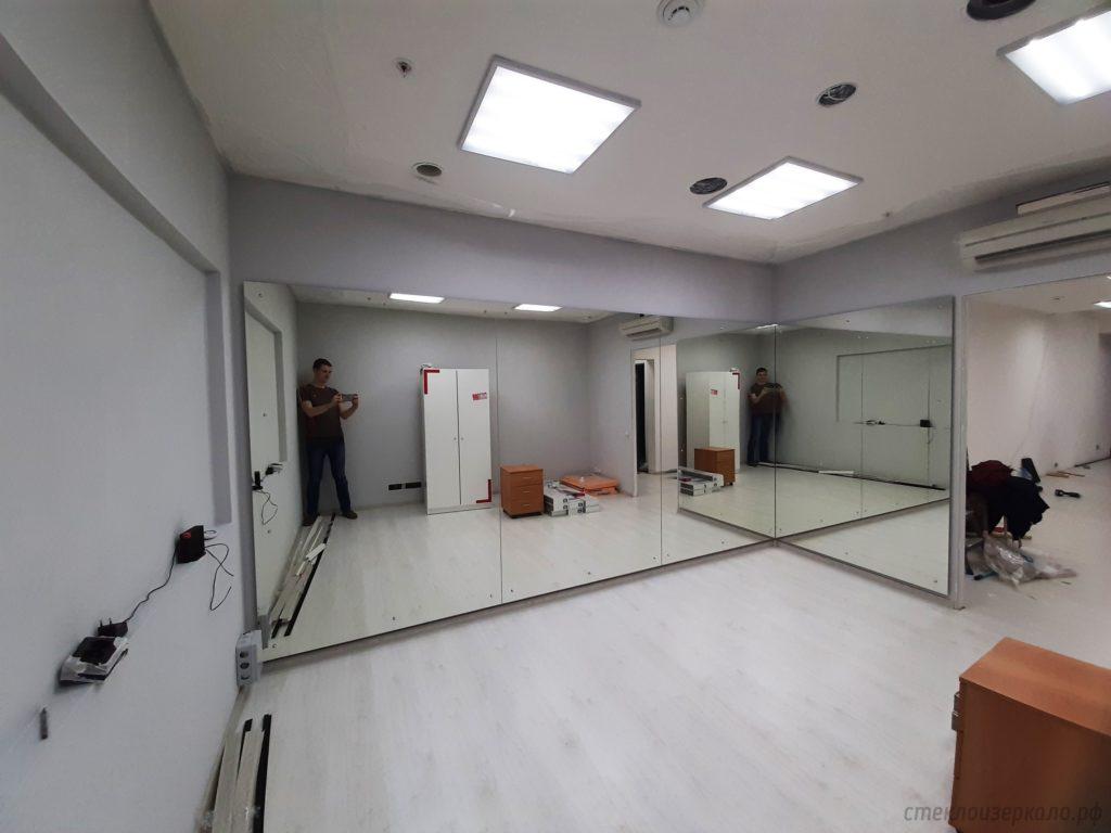 Зеркала в танцевальном помещении